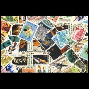 100 sellos matasellados diferentes de todo el mundo.             (Ref.048)